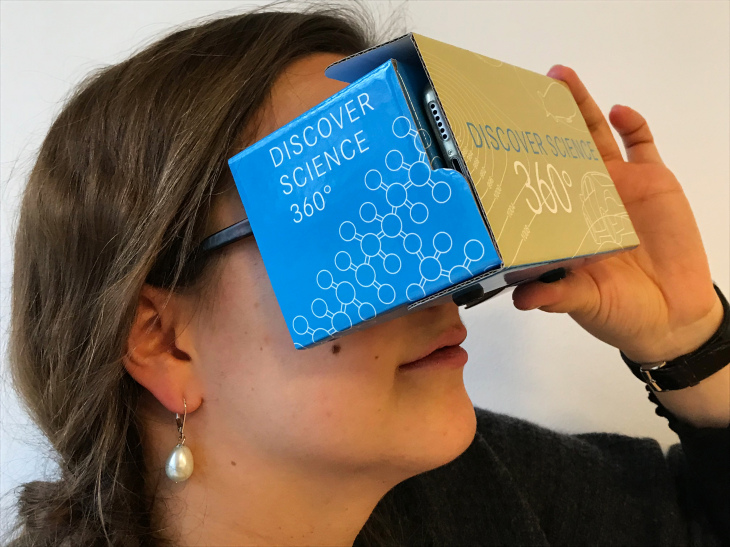 Virtual Reality Brille aus Pappe